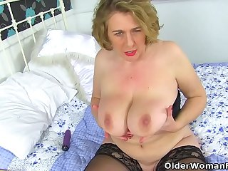 British milf Camilla Creampie fucks fanny with dildo